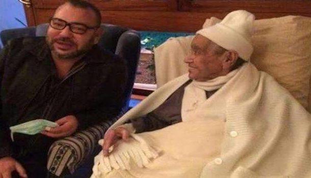 الملك محمد السادس يزور امحمد بوستة أحد حكماء حزب الإستقلال بالمستشفى